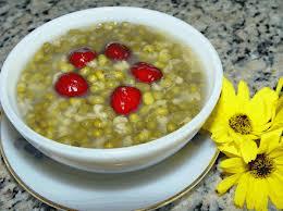Canh đậu xanh ý dĩ có tác dụng dưỡng tỳ vị, thanh thấp nhiệt