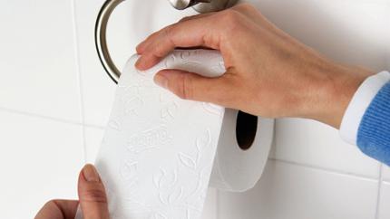 Ngồi xổm khi đi vệ sinh dễ dẫn đến bị bệnh trĩ