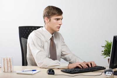 Nhân viên văn phòng là đối tượng dễ bị mắc bệnh trĩ cao nhất