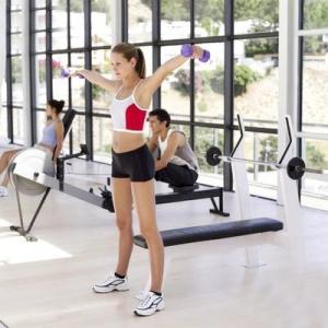 Bên cạnh chế độ ăn uống thì các bài tập sẽ hỗ trợ cho quá trình giảm cân của bạn
