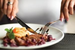 Bị bệnh trĩ nội nên ăn uống như thế nào?