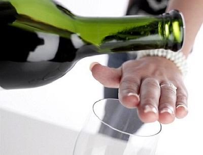 Người bị gan nhiễm mỡ không nên uống rượu
