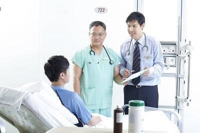 Người bị viêm gan sẽ bị đau vùng bụng và vùng gan