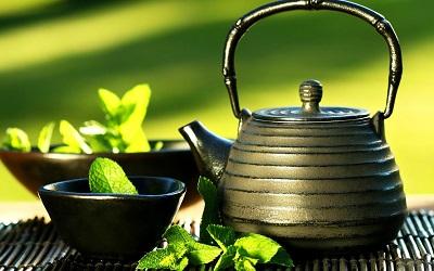 Người bị viêm gan nên uống thêm trà