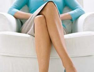 Ngồi vắt chéo chân có hại như thế nào?